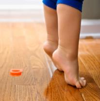 votre enfant marche sur la pointe des pieds pas de quoi s. Black Bedroom Furniture Sets. Home Design Ideas