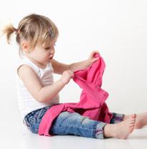 fea29b9ae80aa Apprendre à s habiller  1 à 3 ans