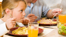 Parents gourmands, portions trop grandes pour les enfants?