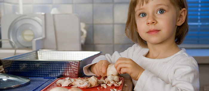 Faire participer les enfants dans la cuisine - La cuisine des enfants ...