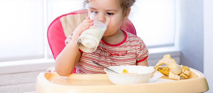 le lait et les autres produits laitiers chez l 39 enfant. Black Bedroom Furniture Sets. Home Design Ideas