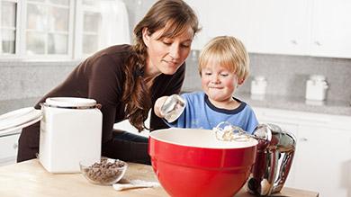Cuisiner avec les enfants dans le plaisir - Cuisiner avec son enfant ...